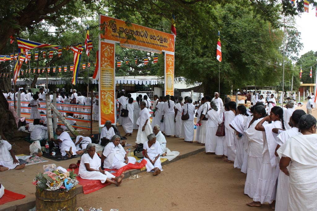 Female devotees at Kataragama Festival. Photo: Arian Zwegers/Flickr