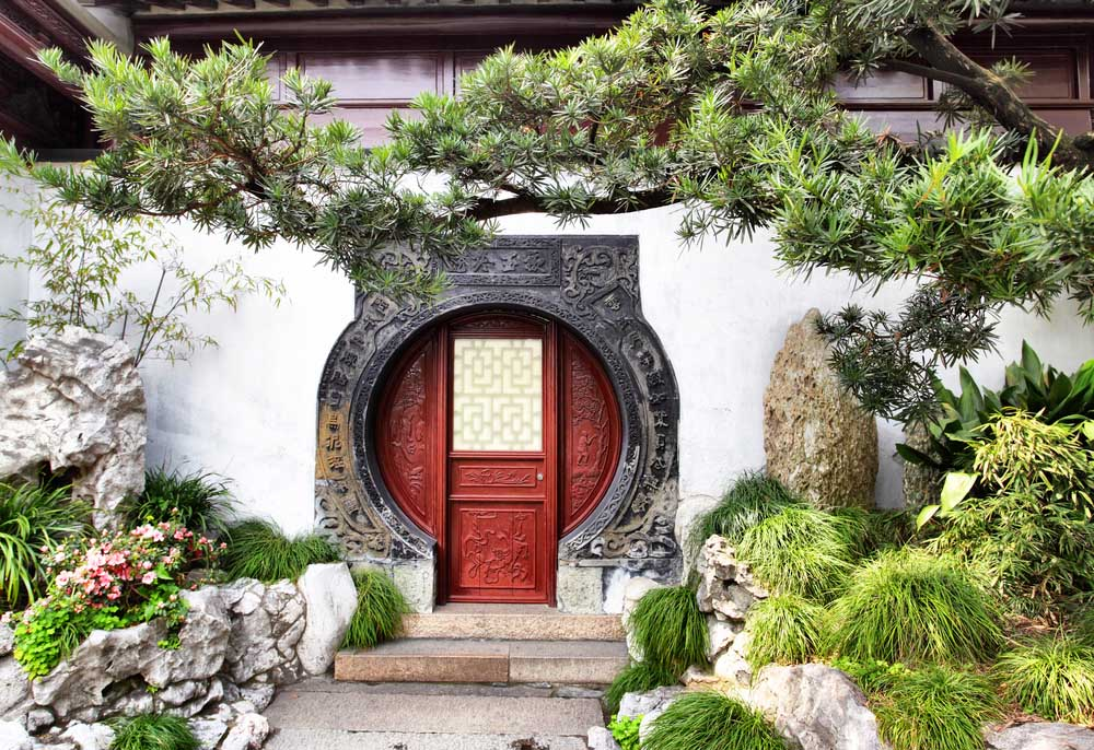 Round doorway in ancient Yu Yuan Garden, Shanghai