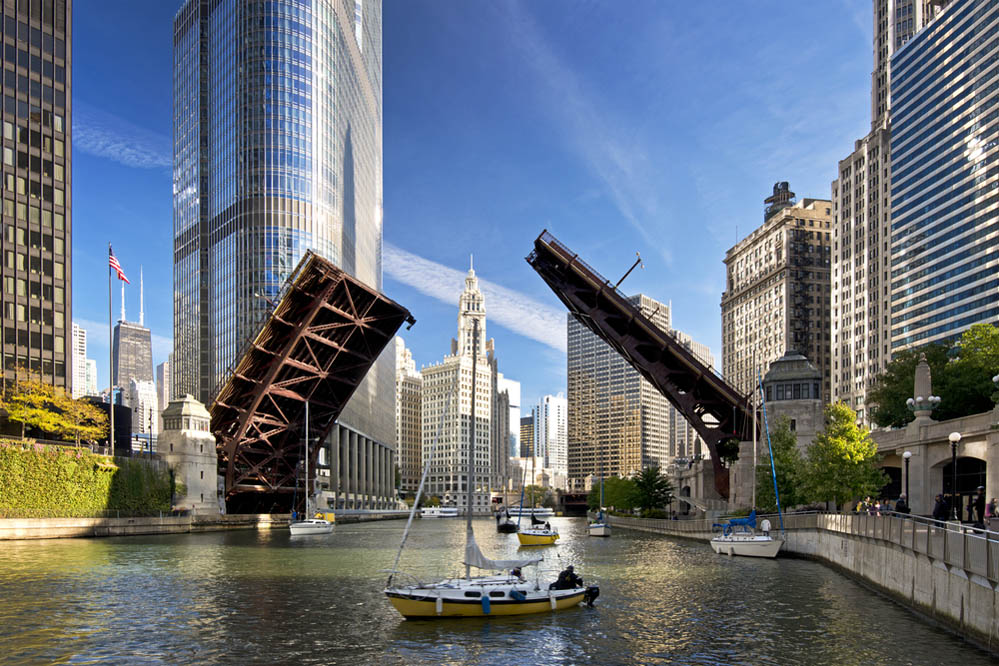 The raising of the bridges on the Chicago River. Photo: Shutterstock