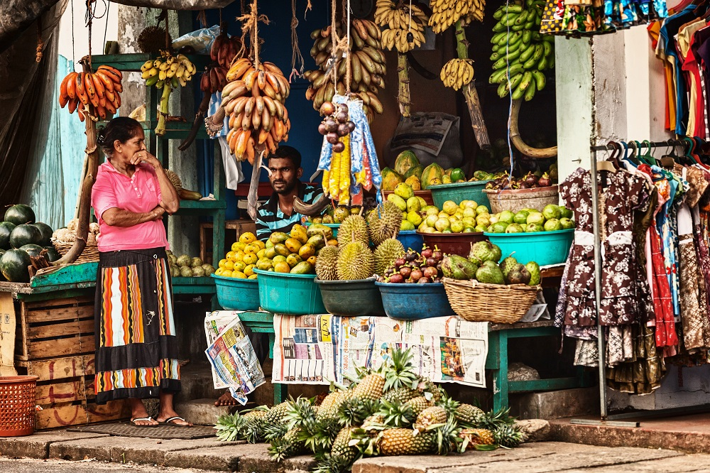 Street shop with fresh fruits and vegetables in Bentota, Sri Lanka. Photo: pzAxe/Shutterstock