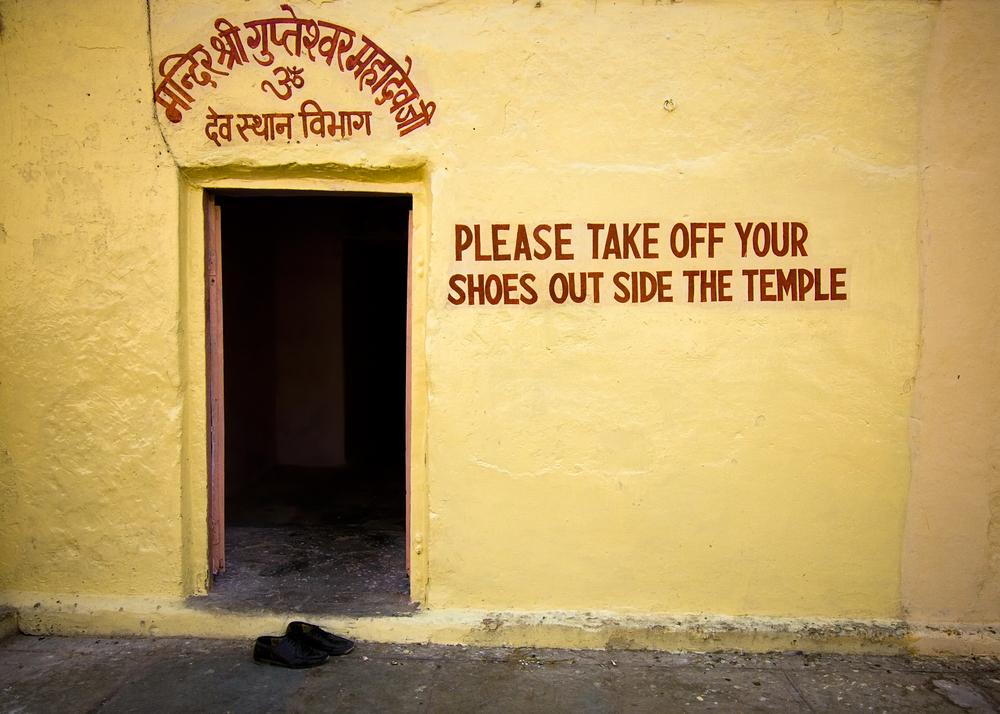 India etiquette: Clear signage in Jaipur, Rajasthan. Photo: Shutterstock
