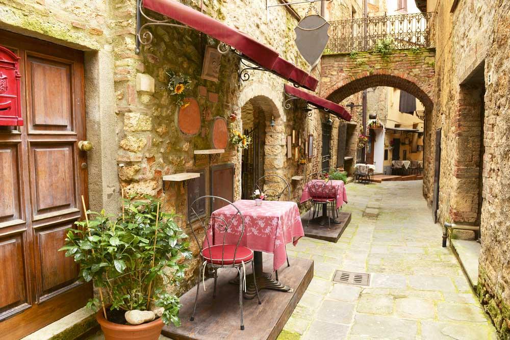 Restaurant in Tuscany. Photo: Shutterstock