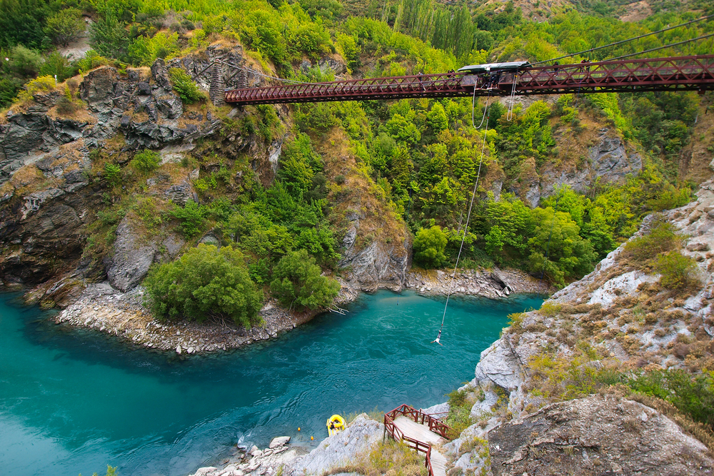 Kawarau Bridge near Queenstown. Commercial Bungy Jumping was born here in 1988 and every year tens of thousands make the 43 meter jump. Photo: Nicram Sabod/Shutterstock