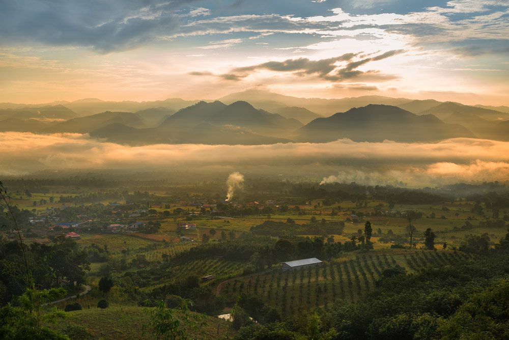 Sea of mist and sunrise at Yun Lai view point, Pai. Photo: Shutterstock
