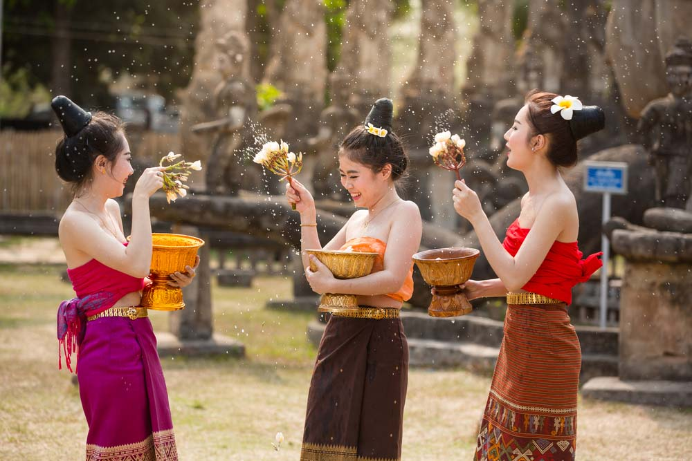 Laos girls splashing water durin tradition festival in Vientiane. Photo: Shutterstock