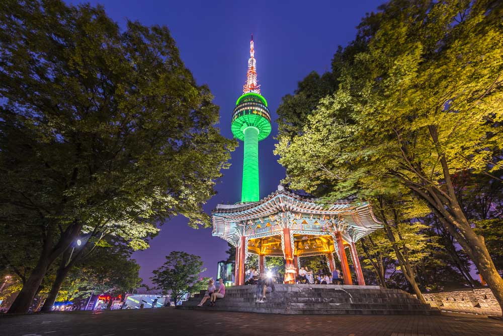 Namsan Park and N Seoul Tower.