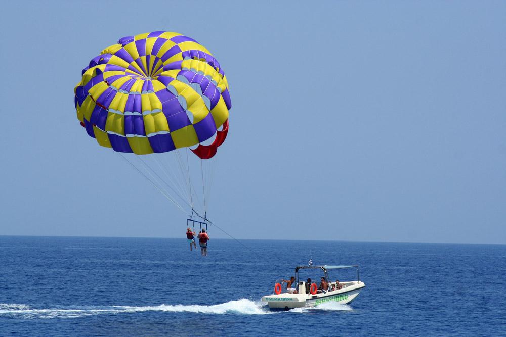parasailing. Photo: Shutterstock
