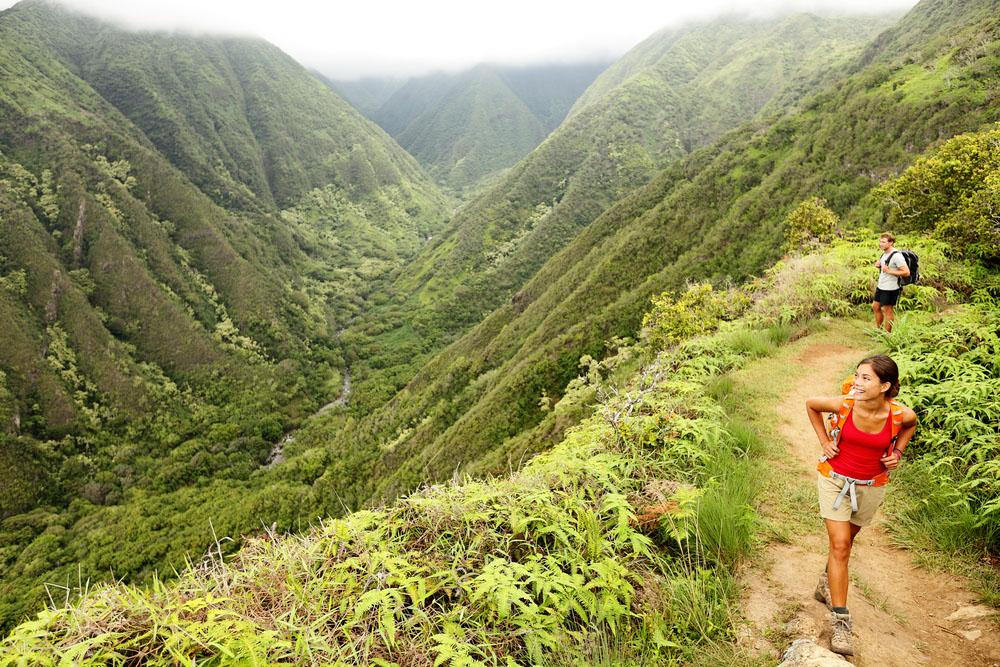 Hiking couple on Hawaii, Waihee ridge trail. Photo: Shutterstock
