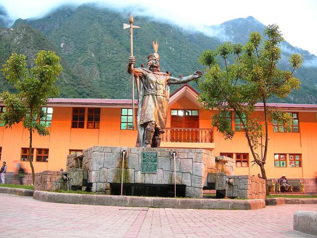Monument of Pachacutéc in Aguas Calientes, Peru. Photo: Elemaki/Wikimedia Commons