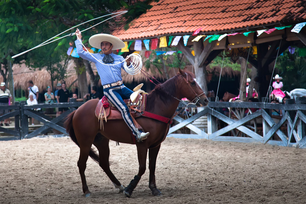 Xcaret Rodeo show performer displaying his lasso handling skills. Photo: Shutterstock