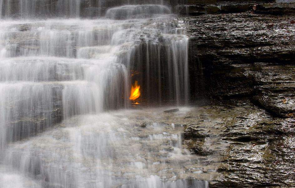 Eternal Flame Falls. Photo: Mpmajewski/Wikimedia Commons