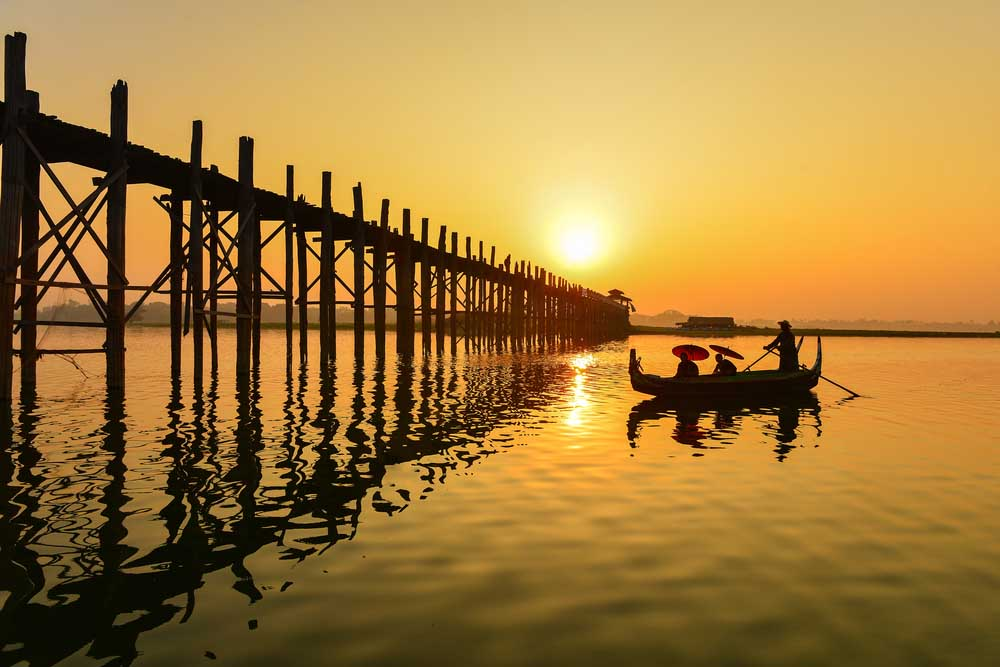 Boat and people on U-Bein bridge, Mandalay, Myanmar. Photo: Shutterstock