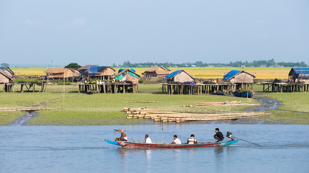 Traditional boat passing a village along the Kaladan River at the Rakhine State in Myanmar. Photo: Thor Jorgen Udvang/123RF