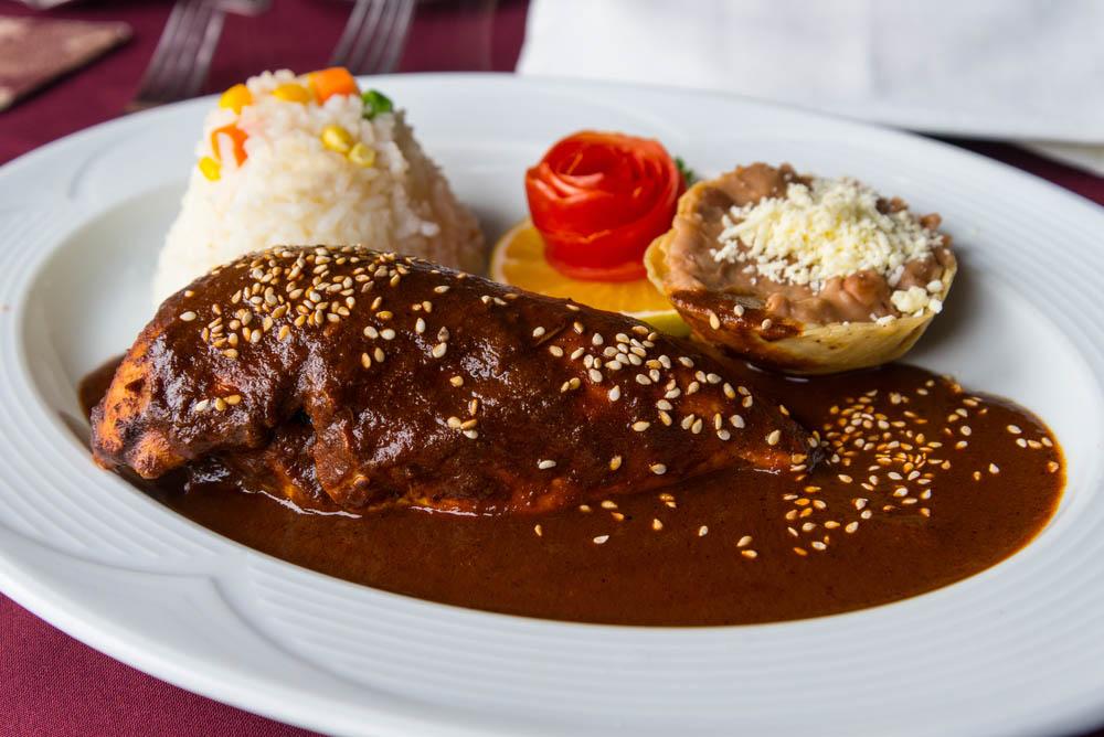 Pollo con mole. Photo: Shutterstock