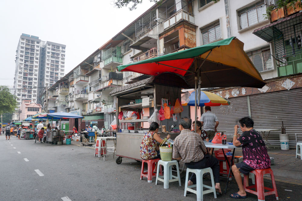 Street hawker and coffee shop on Chow Kit Road, Kuala Lumpur. Photo: Shutterstock