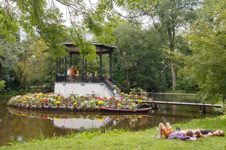 Vondelpark favorite place for rest and walking residents and tourists. Photo: Shutterstock