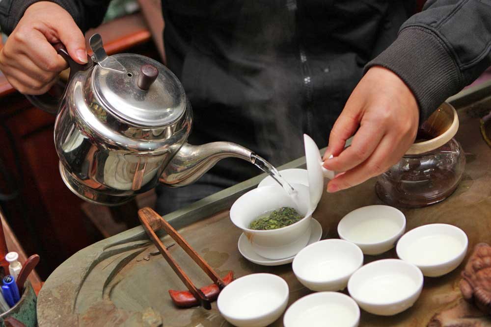 China tea tasting in Beijing market. Photo: Shutterstock