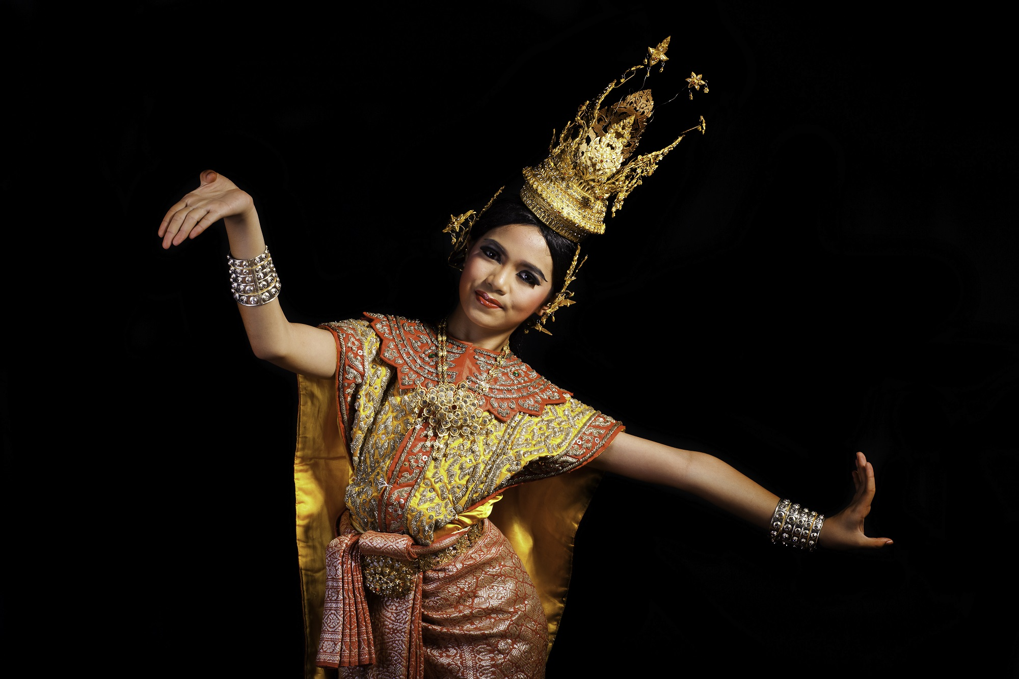 Thai traditional dancer. Photo: nattanan726/Shutterstock
