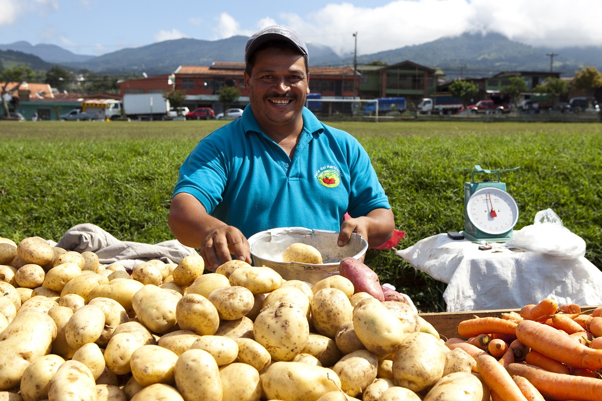 Sunday market, San Isidro, Central Valley, Costa Rica. Photo: Corrie Wingate/APA