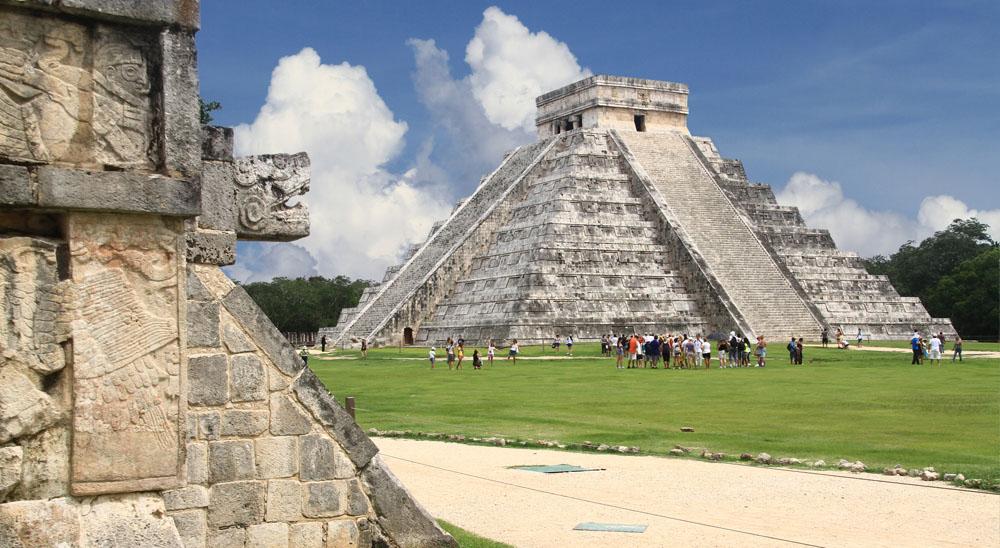 Chichen Itza snake and Kukulkan Mayan temple pyramid Mexico Yucatan. Photo: Shutterstock