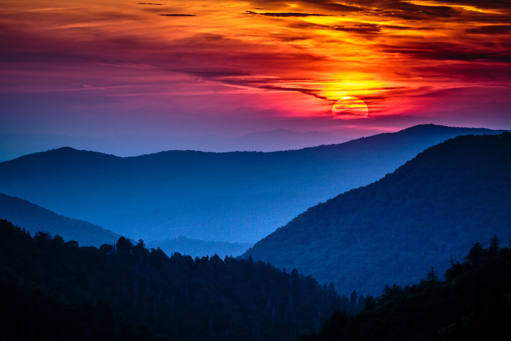 Great Smoky Mountains National Park Scenic Sunset Landscape vacation getaway destination - Gatlinburg Pigeon Forge TN. Photo: Shutterstock