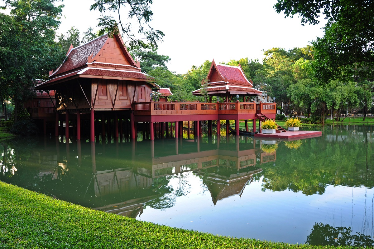 In depth thailand architecture for Traditional house architecture