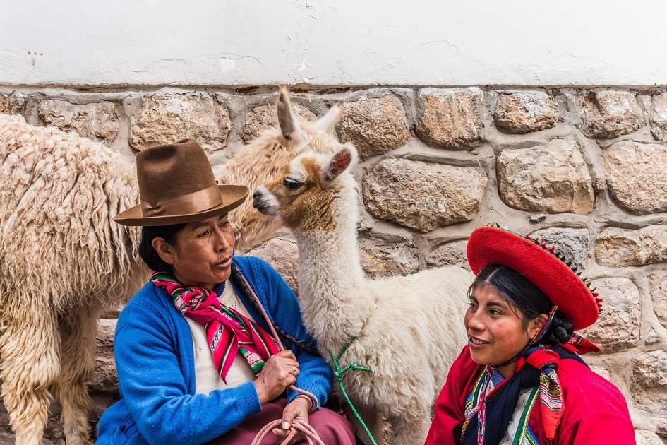 Traditonally clothed peruvian women
