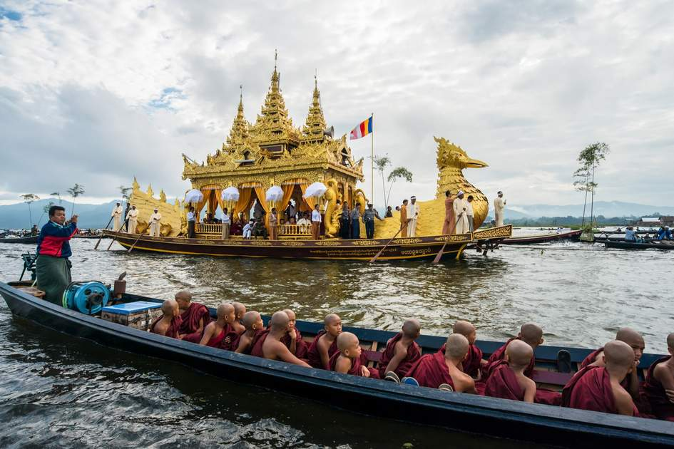 The festival of Phaung Daw Oo Pagoda at Inle Lake