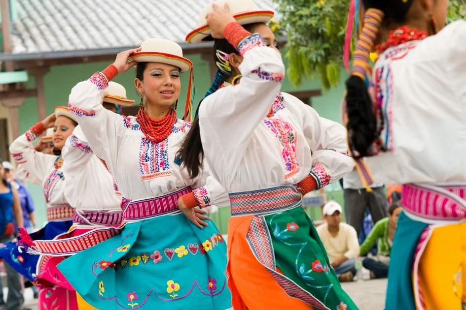 Folklore dancers, Mitad del Mundo, Ecuador