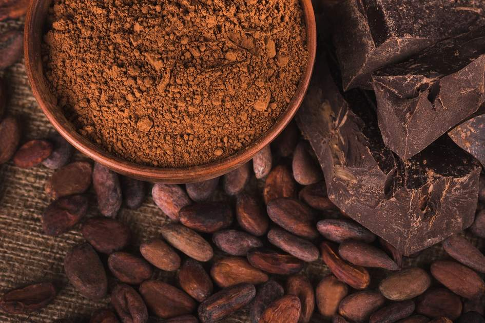 Chocolate from ecuadorian cocoa beans and powder