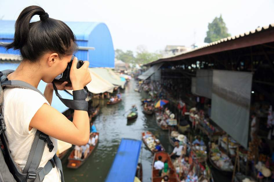 Damonen saduak floating market in Bangkok.