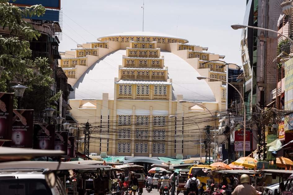 Street scene in front of psar thmei central market in Phnom Penh, Cambodia