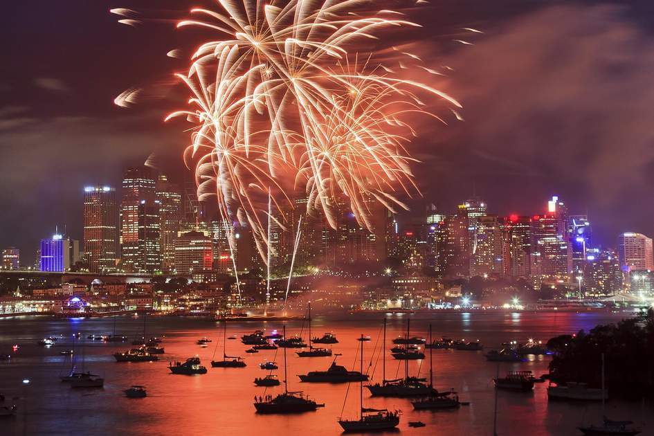 Fireworks over Sydney Harbour at New Year's Eve