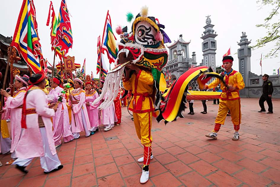 Best festivals in Vietnam: Dancing dragon during Tet, Hanoi.