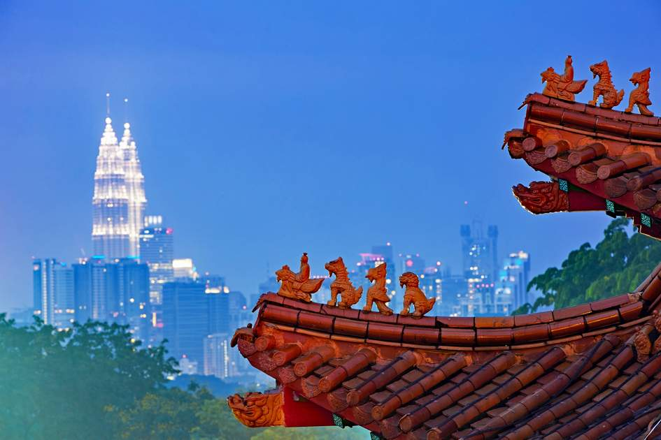 Roof of the chinese temple in Kuala Lumpur, Malaysia.