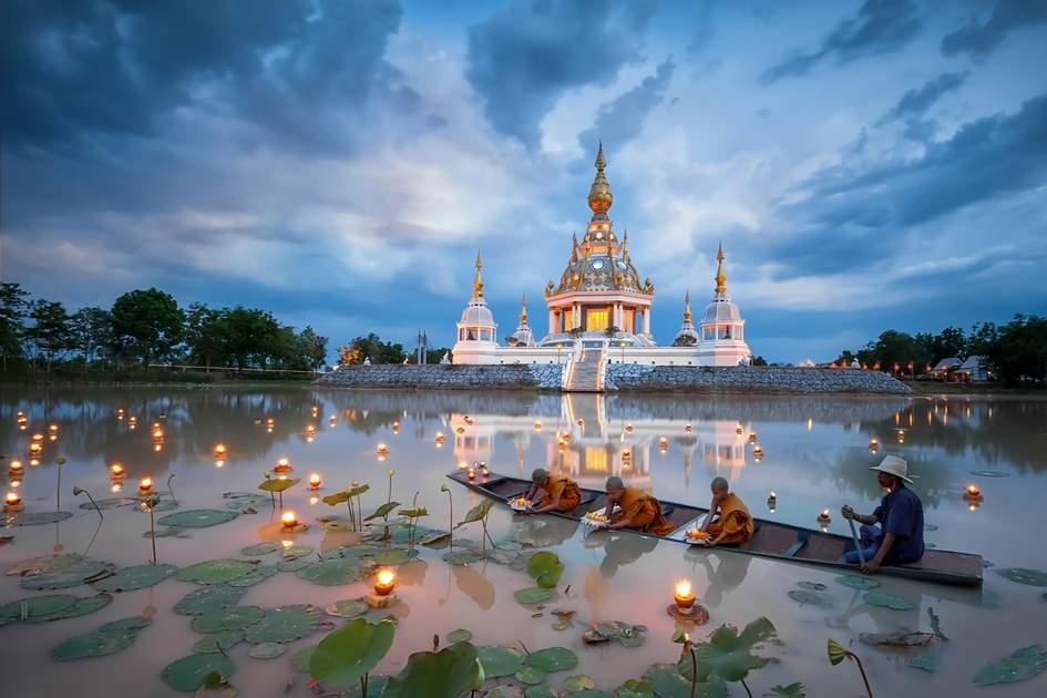 Novice monks at Wat Thung Setthi temple, Khon Kaen, Thailand