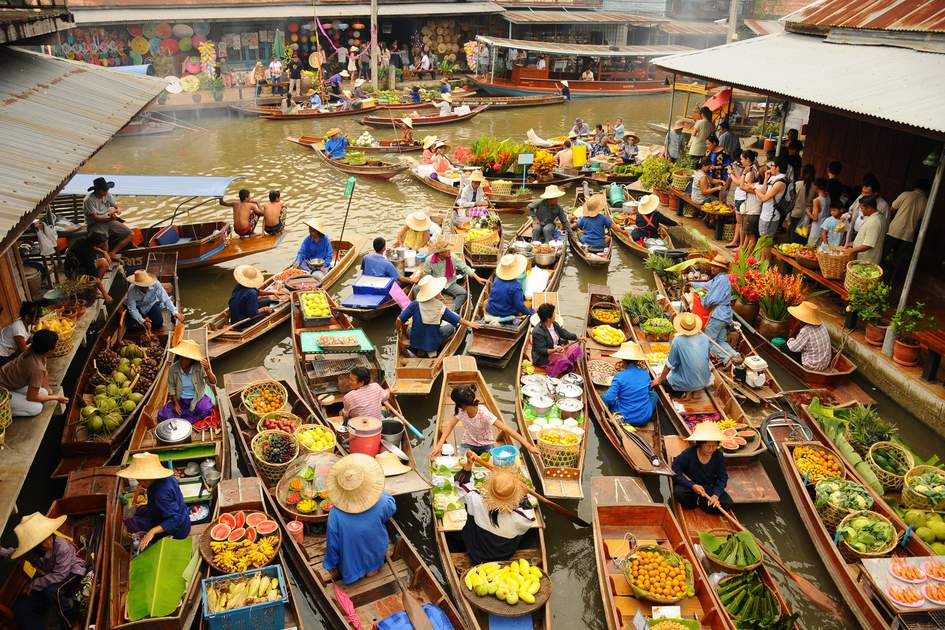Traders in boats at Amphawa floating market. Photo: Shutterstock