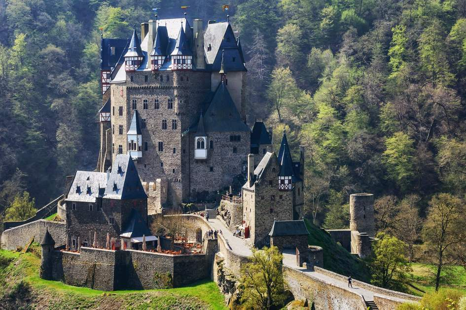 Eltz Castle is one of Germany's most beautiful castles. It was first mentioned in documents back in 1150, and since then has belonged to the Eltz family. Since then, 33 generations of the Eltz family have lived in the castle; the treasures they have acquired are on display in the weapons hall, the painting collection and throughout the luxurious rooms.