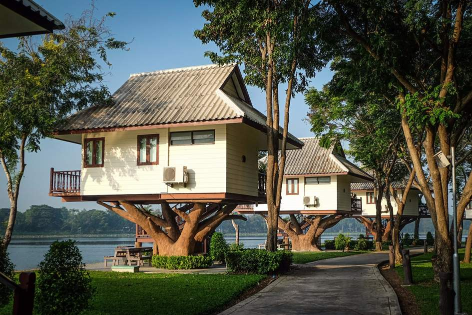 Treehouse accommodation at Bueng Chawak Resort, Suphan Buri, Thailand