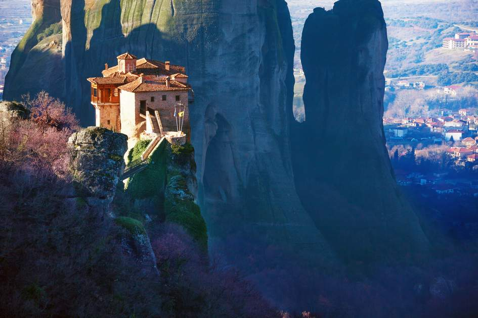 Rock-top Roussánou monastery, Metéora mountains, Greece