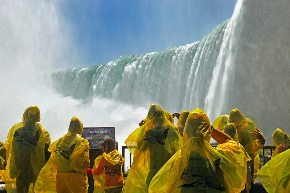 Tourists at the Horseshoe Fall, Niagara Falls
