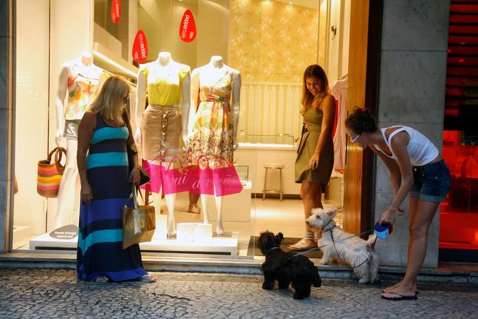 Street scene and fashion boutiques at Ipanema, Rio de Janeiro. Photo: Shutterstock