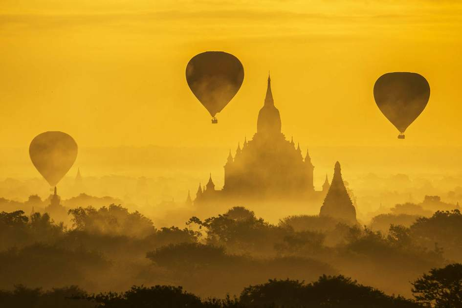 Tourist Balloon flies over a pagoda in the morning in Bagan. Photo: Shutterstock