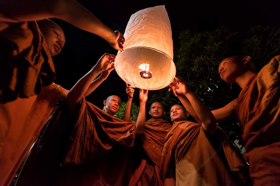 The monks hold light floating balloon made of paper annually at Makha Bucha. Same Loy Krathong festival in Chiang mai. On February 22, 2016 in Udon Thani, Thailand.