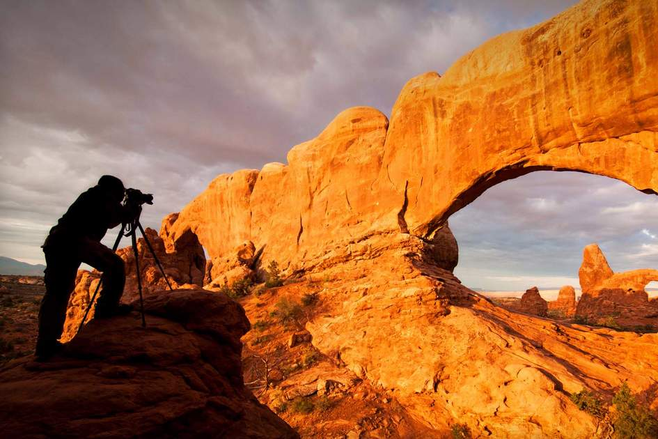Photographer at sunrise in the Arch National Park. Photo: Dreamstime