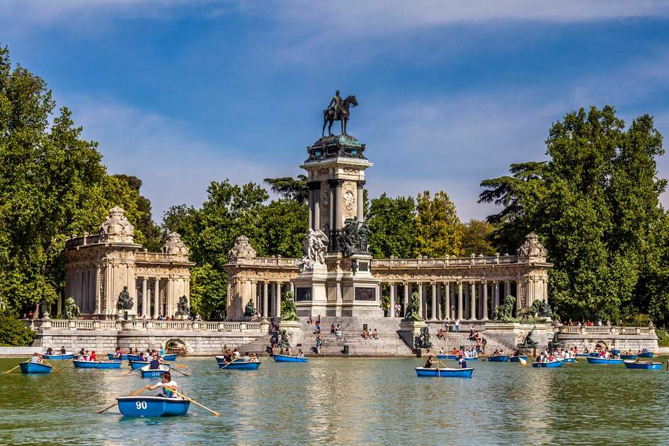 Boating at the Parque del Buen Retiro, Madrid | Insight Guides Blog