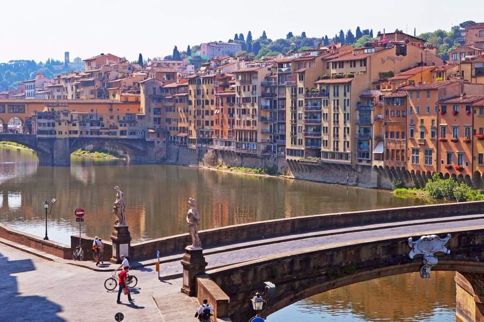 Santa Trinita bridge and Ponte Vecchio. Photo: Shutterstock