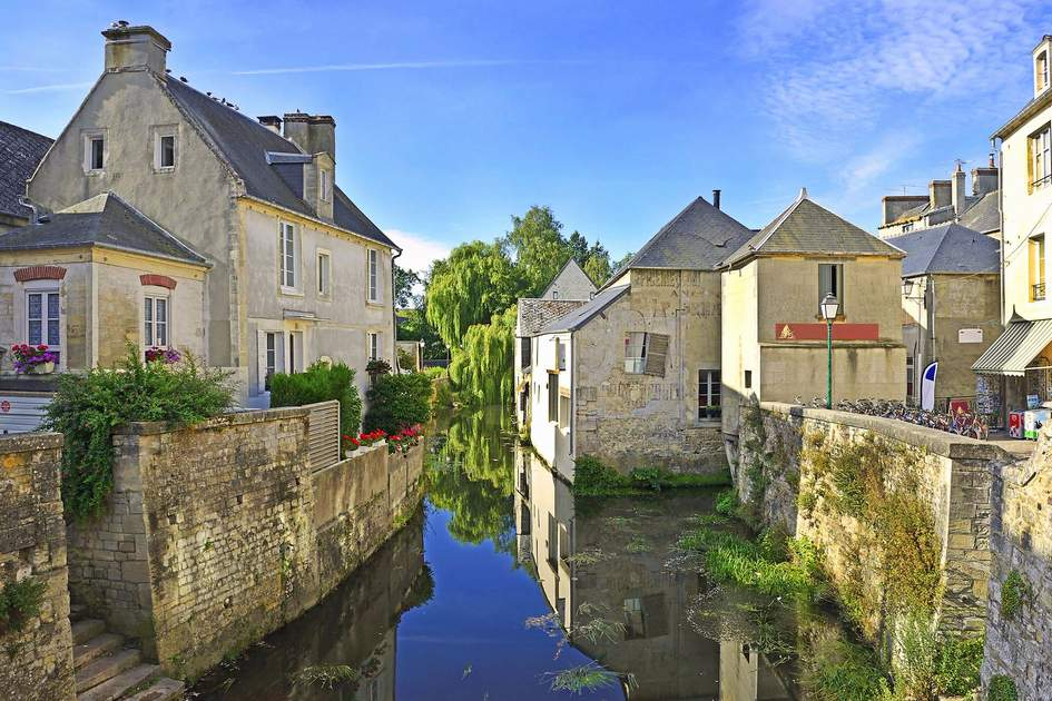 The river embankment of Bayeux. Photo: Shutterstock