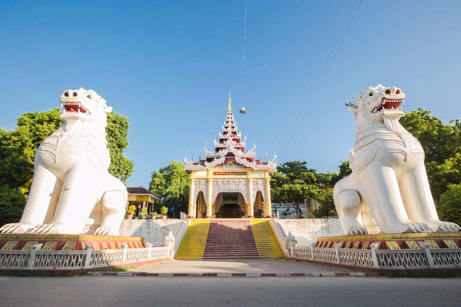 The big white Gigantic Bobyoki Nat guardian statues at central entrance gate to Mandalay Hill Pagoda complex. Photo: Shutterstock