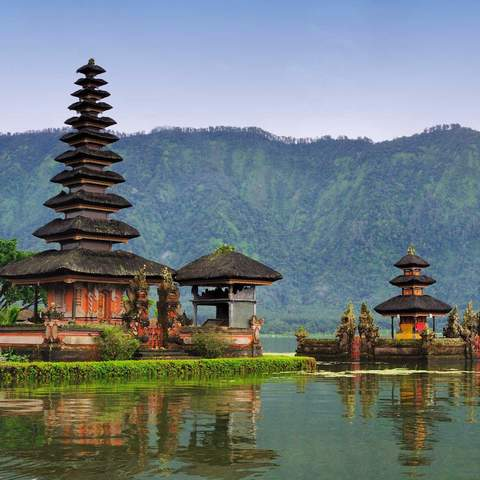 Bali's Beaches and Temples: Experience the best beaches in Bali